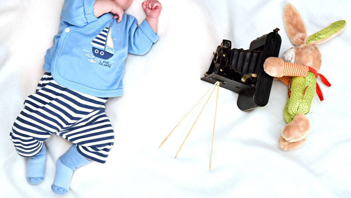 tolle babyfotos einfach zu hause selbst gemacht testgulasch. Black Bedroom Furniture Sets. Home Design Ideas