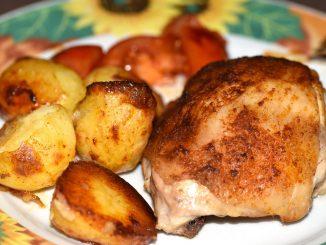 Hähnchenschenkel mit leckeren Ofenkartoffeln