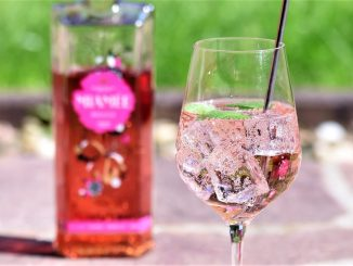 Sommerlicher Cocktail mit MIAMEE Rouge